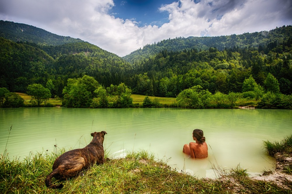 people_woman_dog_lake_sexy_green_nature_water-782145.jpg!d